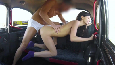Arian Joy strips naked & fucks in the cab backseat