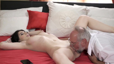 Things get hot between old-young couple really fast