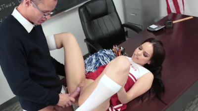 Nympho cheerleader Tory Bellamy always down to fuck