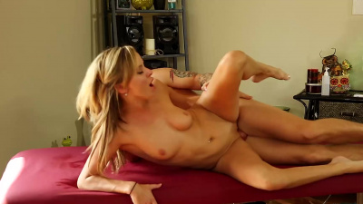 Slim masseuse Pristine Edge gives her client the time of his life