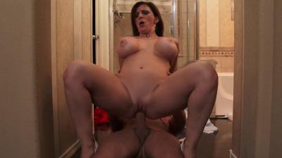 Milf in sexy lingerie Sara Jay seducing married man
