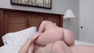 Ms Faris has an uncontrollable urge for her stepbrother's cum