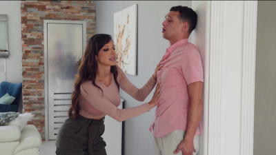 Lexi Luna invites her injured neighbor Vina Sky for some hot FFM action