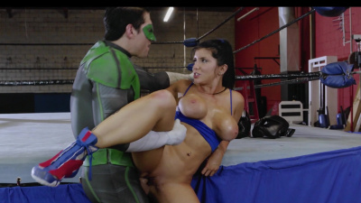 Boxer girl Romi Rain seduces green arrow