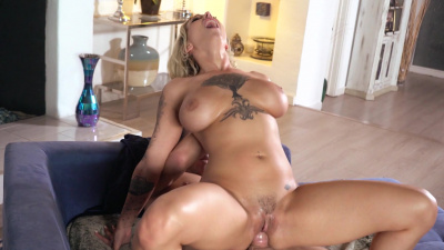 Busty tattooed slut Harlow Harrison makes a guy cum all over her face