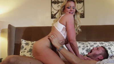 Horny cougar Stormy Daniels gives in to the sexual urges