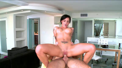 Insatiable Christy Mack receives some earthquake inducing pussy pounding