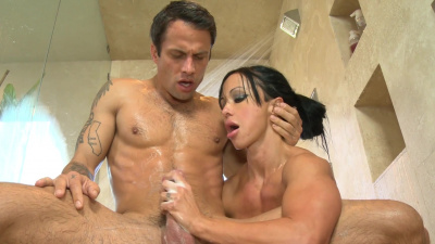 Milf masseuse Jewels Jade goes in 69 with her customer
