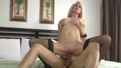 Mature Jodie Stacks wants young dick