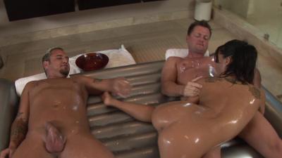 Japanese masseuse Asa Akira milks two dudes at the same time
