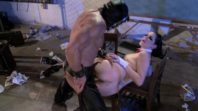 Kinky dom Bobbi Starr using her sex slave