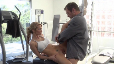 Hot milf Jessica Drake doing cock exercises