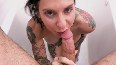 Tattooed queen Joanna Angel begs for anal sex
