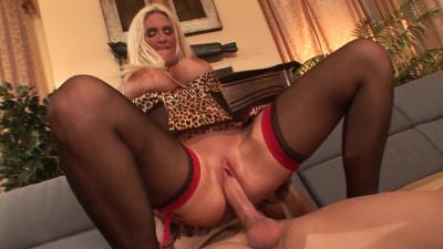 Rhyse Richards takes cumshot on her tongue