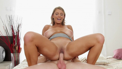 All natural Katerina goes to work on stiff cock