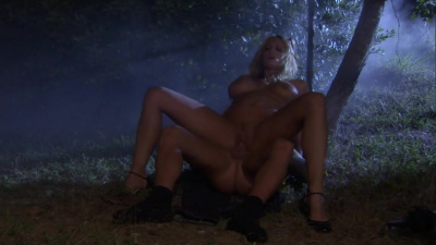 Stormy Daniels makes a guy cum on her face in the woods