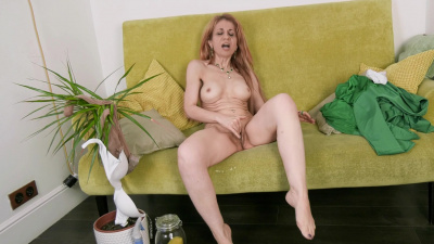 Stunning milf Karolina is dripping on the couch